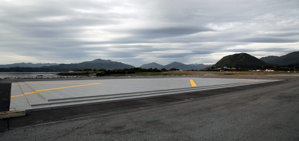 If a plane overruns or undershoots a runway, the lightweight concrete in the EMAS bed will crush beneath the plane's weight and bring it to a stop. The plane is then towed out and only the affected blocks must be replaced.