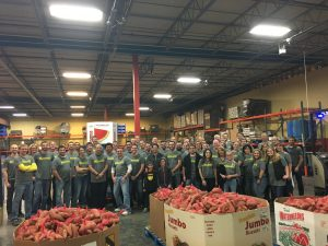 More than 400 employees volunteered for Kiewit Feeds KC.